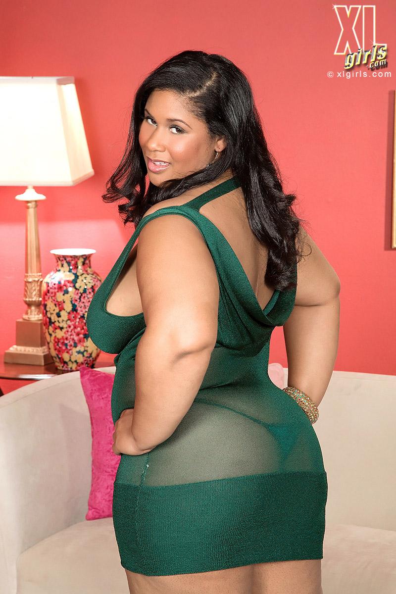 Delilah Black Displays Lovely and Large Ebony Body