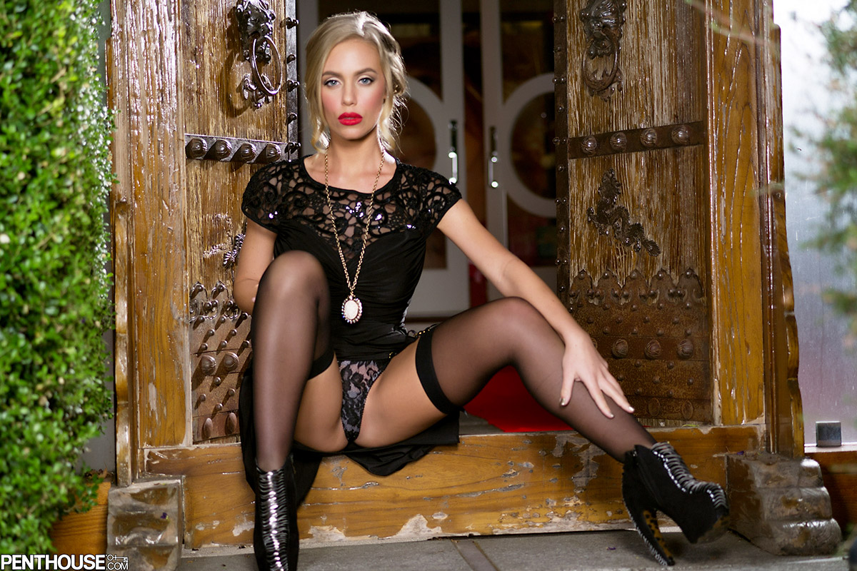 Nicole Aniston 2013 Pet of the Year in Sexy Black Stockings