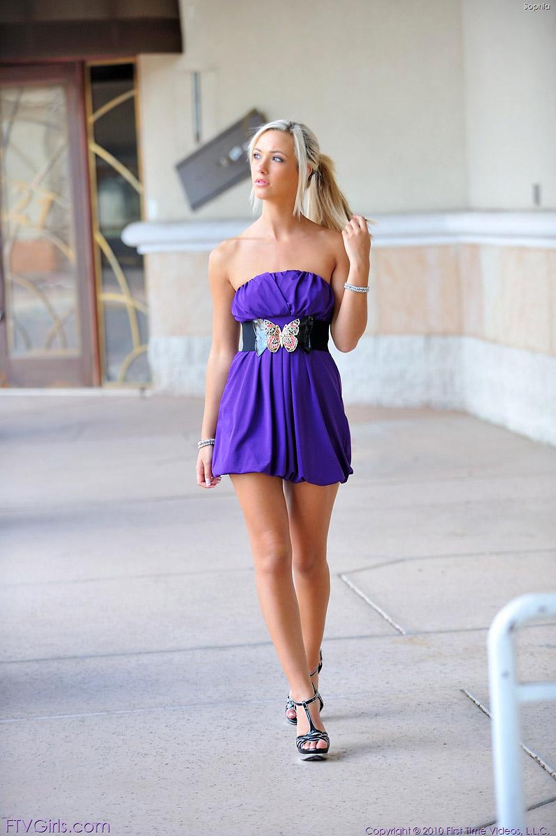 Sophia Knight Blonde Amateur Model Flashes in Public