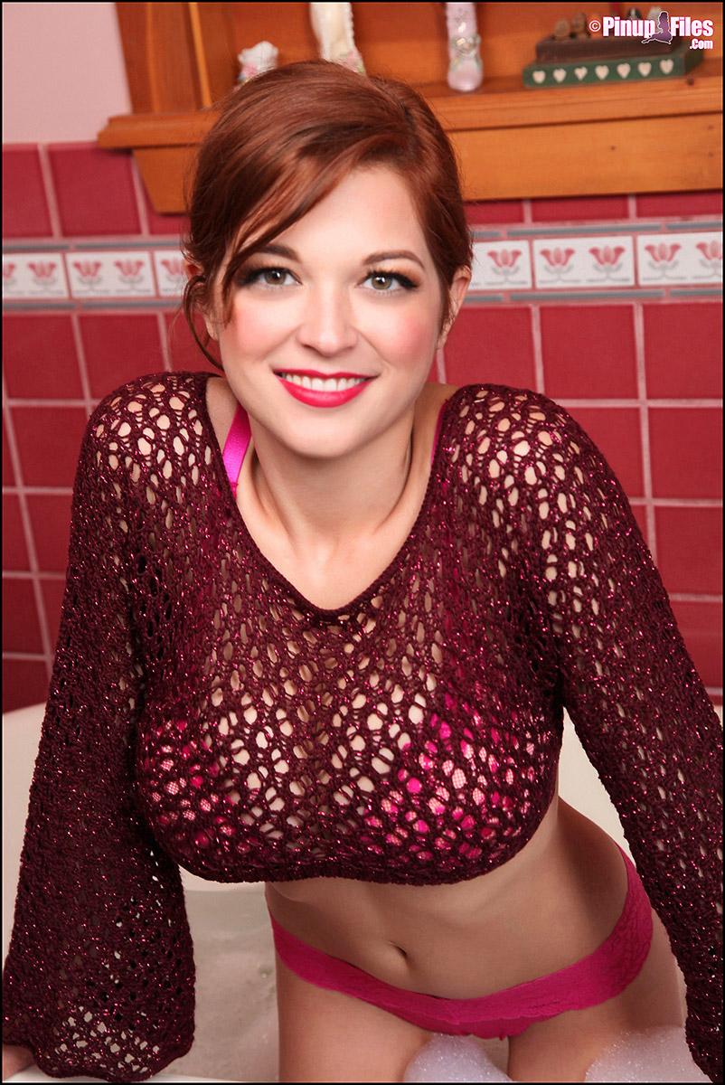 Tessa Fowler Soaps Up Natural GG Breasts